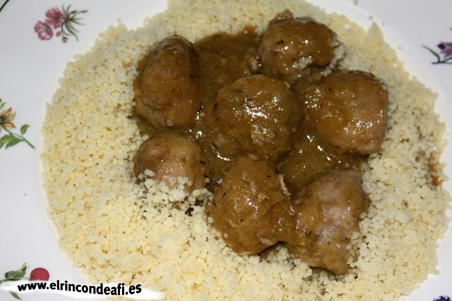Albóndigas con arroz, con cuscús