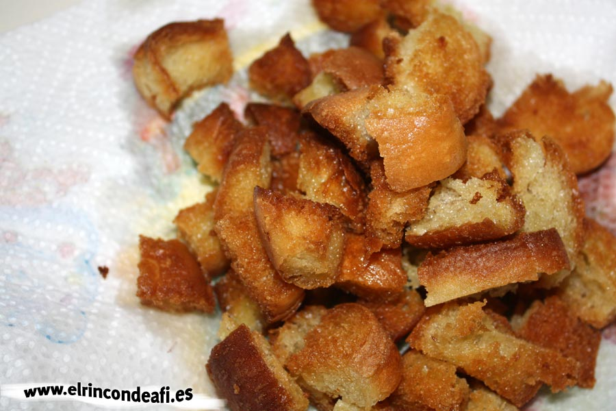 Crema de calabacino, pan frito