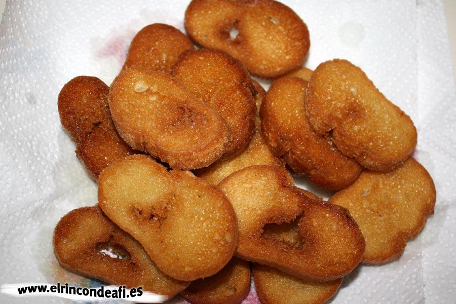 Lentejas compuestas, acompañar de pan frito