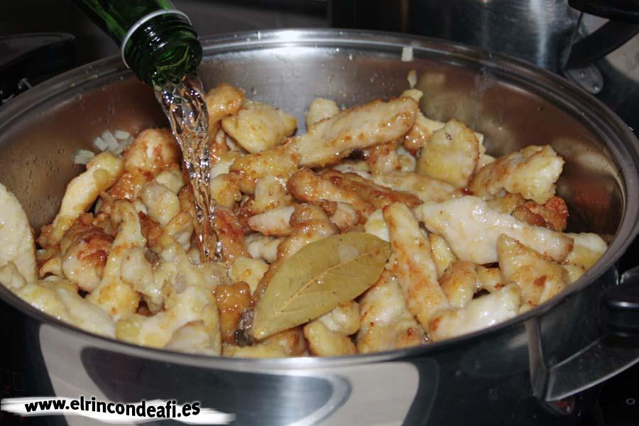 Pollo al Appletiser, añadir el refresco de manzana