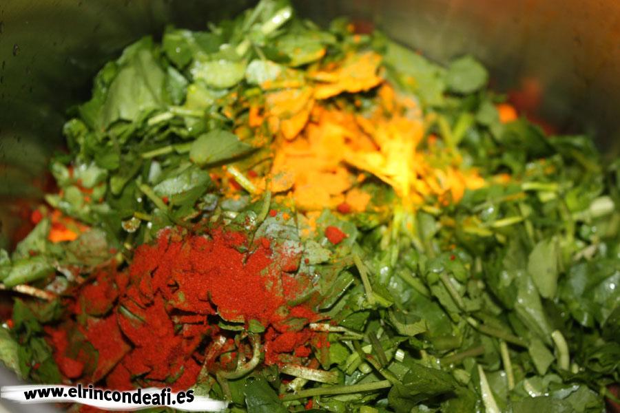 Potaje de berros, añadir pimentón y colorante
