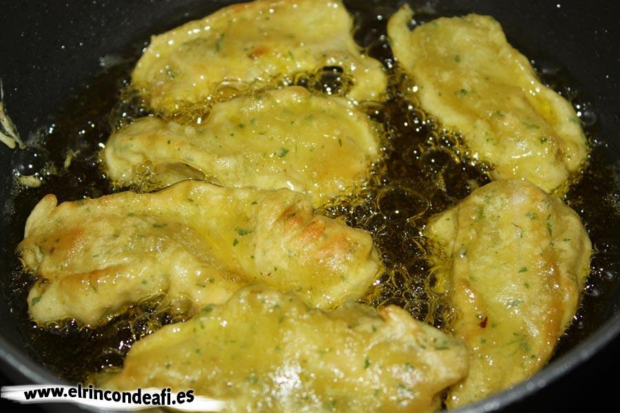 Churros de pescado, freír en abundante aceite