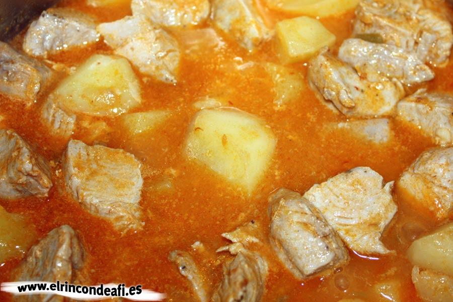 Marmitako de atún, añadir el pescado