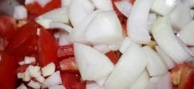 Salsa de tomate casera con cebolla y ajo