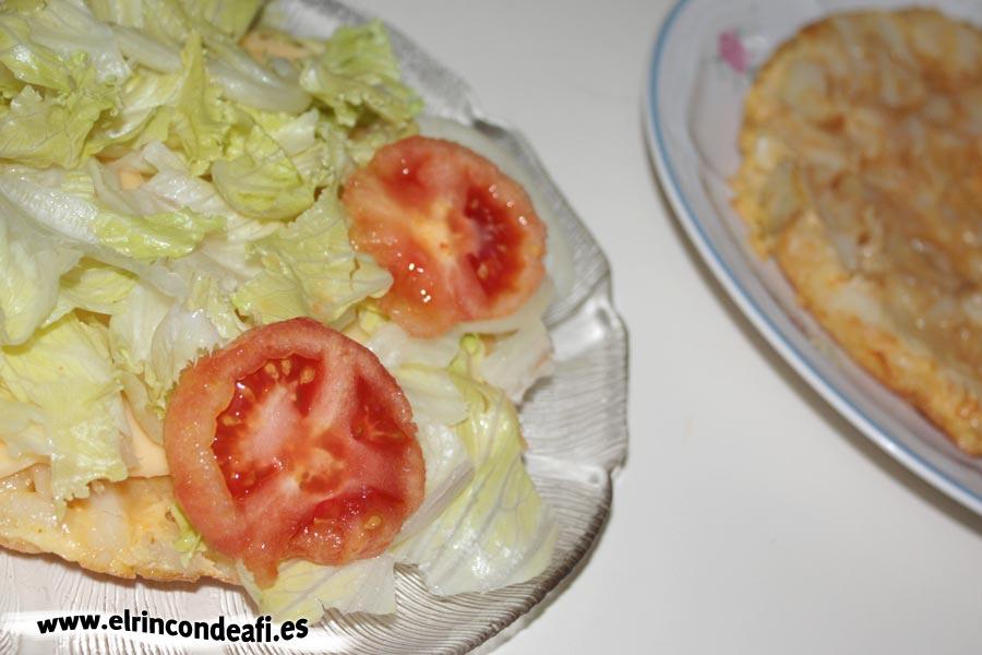 Tortilla rellena, abrir por la mitad y empezar a rellenar