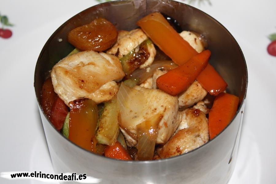 Cuscús de verduras con pollo, emplatar