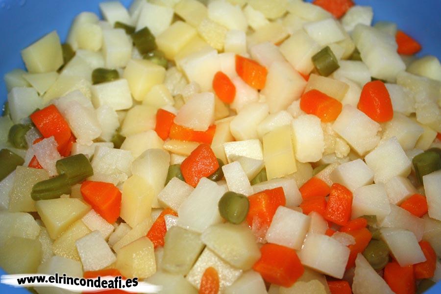 Ensaladilla rusa, escurrir las verduras sancochadas