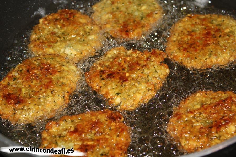 Falafel, freír en abundante aceite de girasol