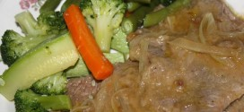 Ternera encebollada con verduras