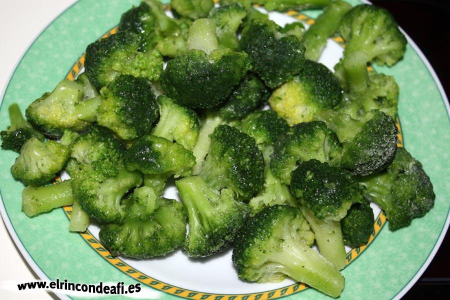 Ternera encebollada con verduras, brócoli