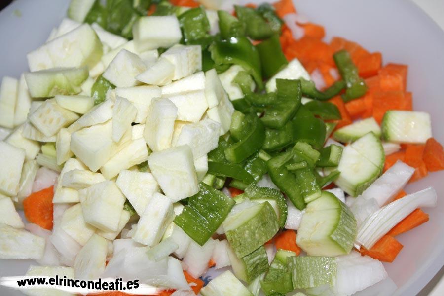 Tortilla de verduras, trocear las verduras