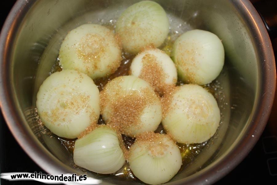 Cebolla caramelizada, añadir azúcar moreno