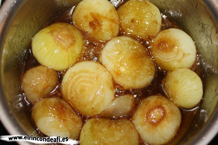 Cebolla caramelizada, añadir vinagre de módena