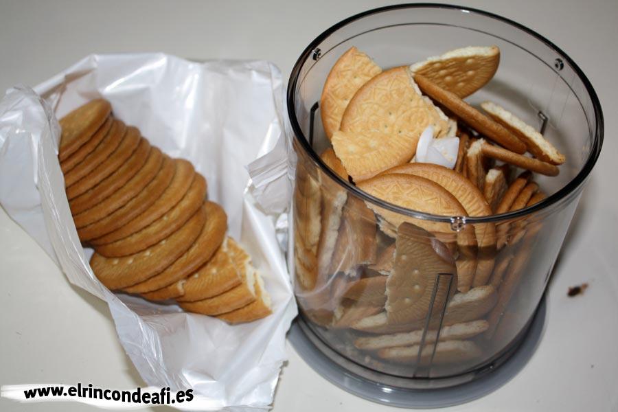 Polvitos uruguayos, preparar las galletas para triturar