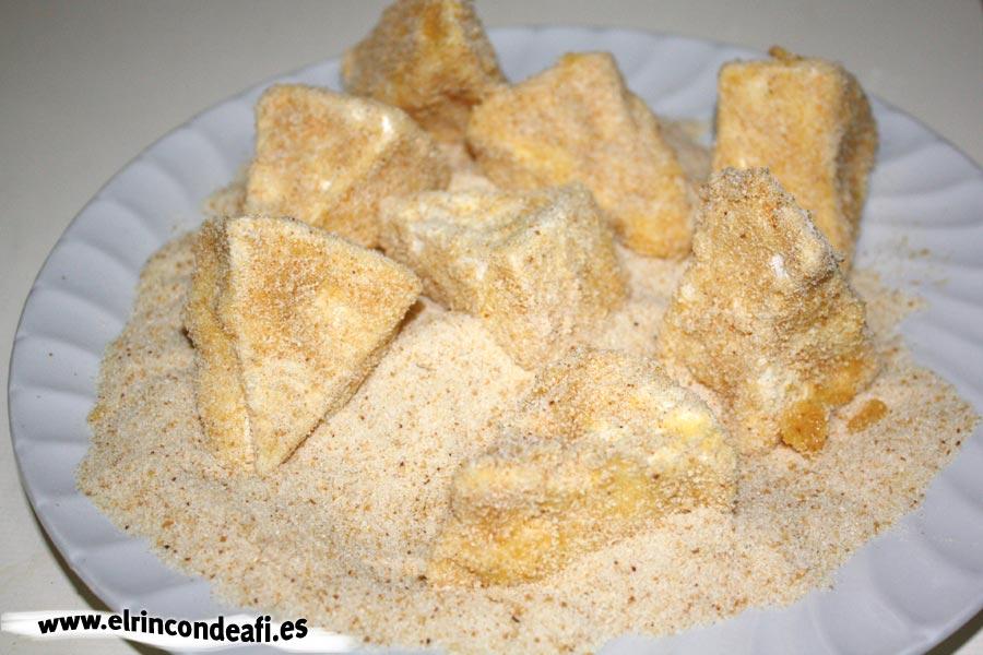 Queso frito, pasar el queso por pan rallado