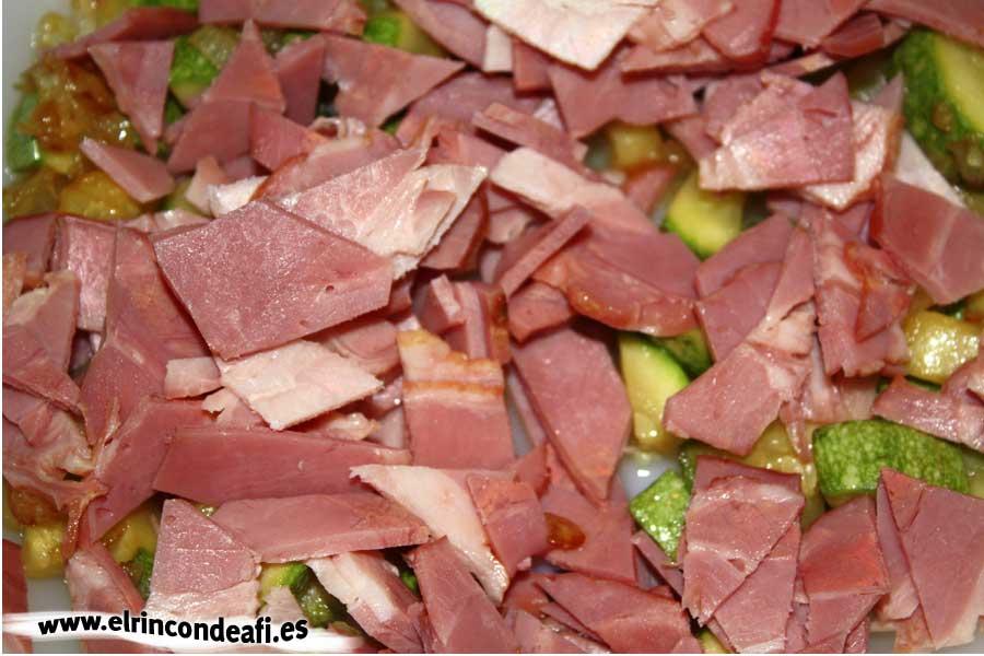 Quiche con bacon y calabacín, añadir el bacon