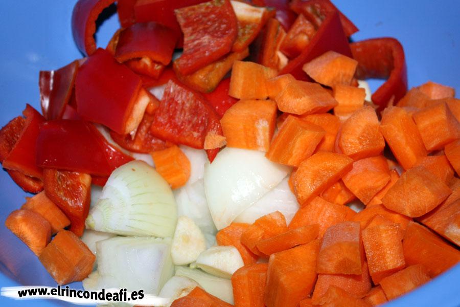 Vena en salsa, cortar las verduras