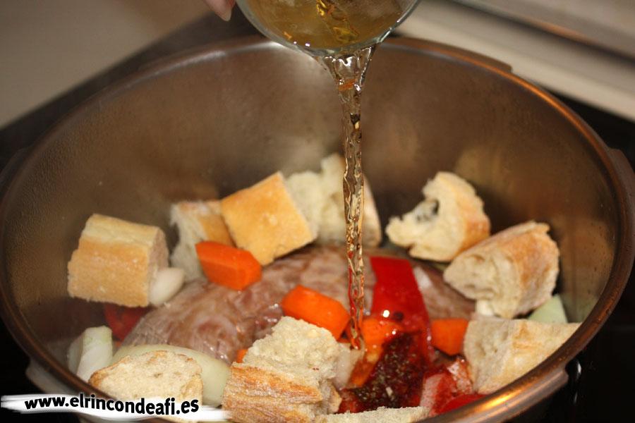 Vena en salsa, añadir el vino