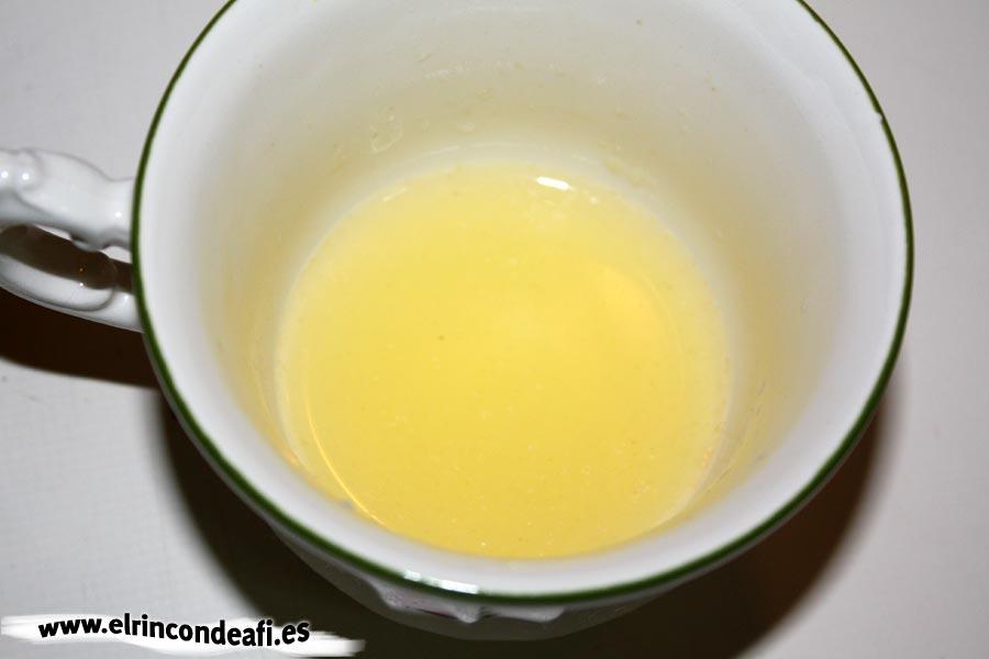 Arroz con calamares, añadir el zumo de limón