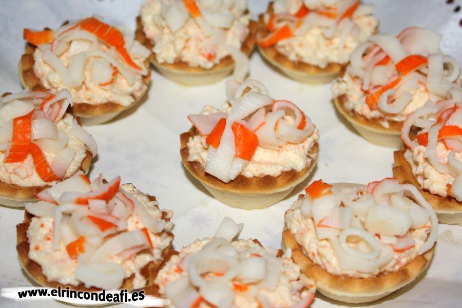 Canapés, decorar con tiras de palitos de cangrejo