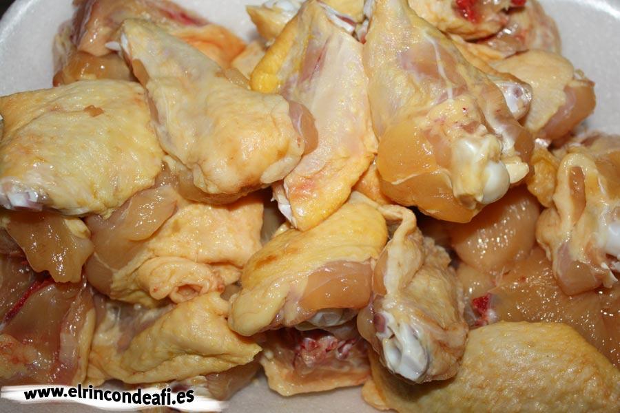 Pollo en pepitoria, trocear el pollo