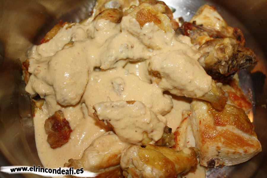 Pollo en pepitoria, añadir la mezcla triturada