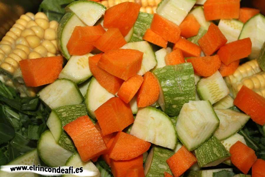 Potaje de colinos, añadir los calabacinos y las zanahorias