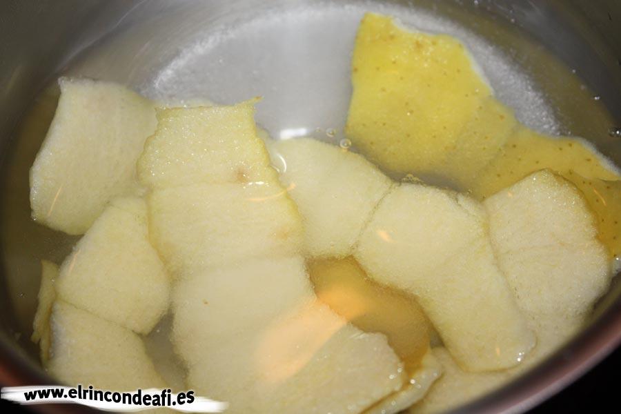 Hojaldre con frutas, hacer el almíbar