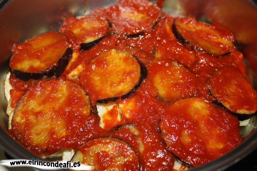 Tombet, añadir la salsa de tomate