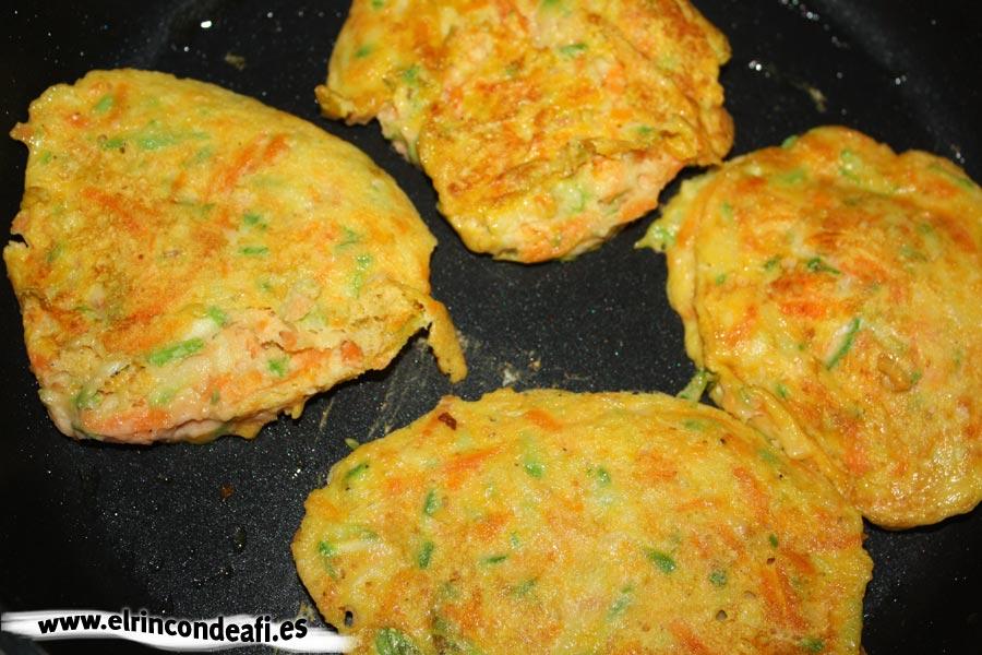 Tortitas de verduras, freír las tortitas a fuego bajo