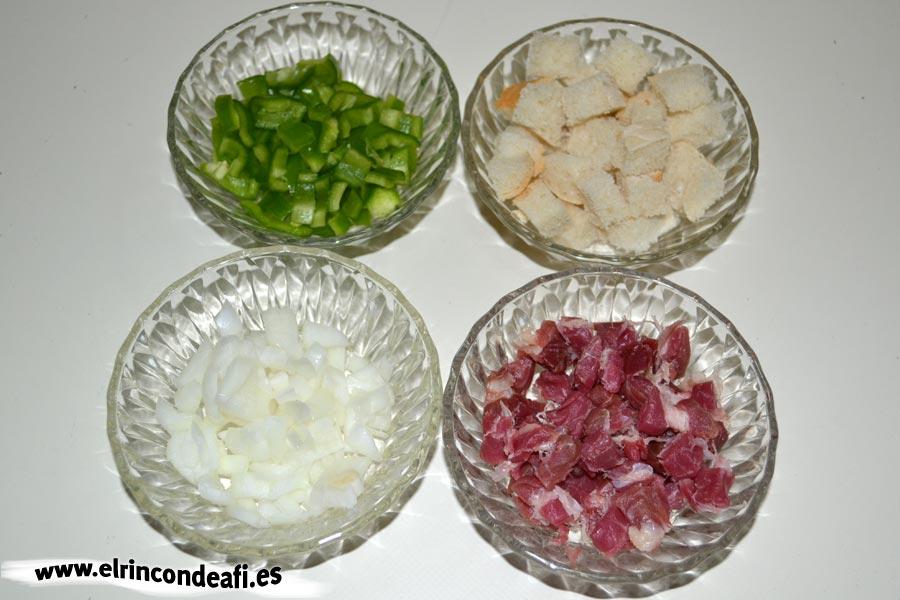 Gazpacho, picar ingredientes de acompañamiento