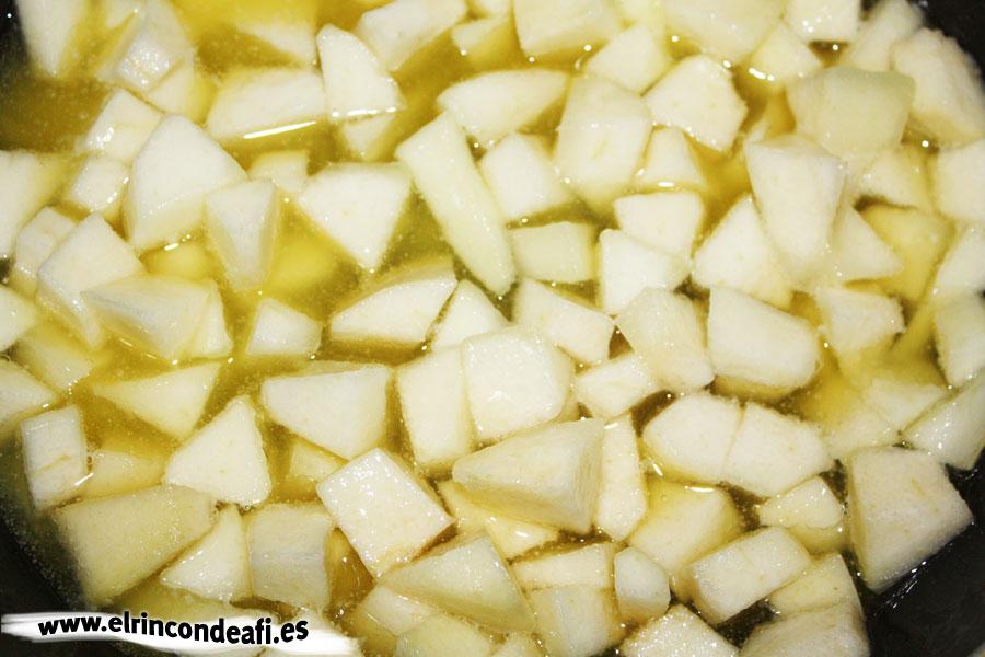Ñoquis con salsa de pera, cocer las peras ligeramente