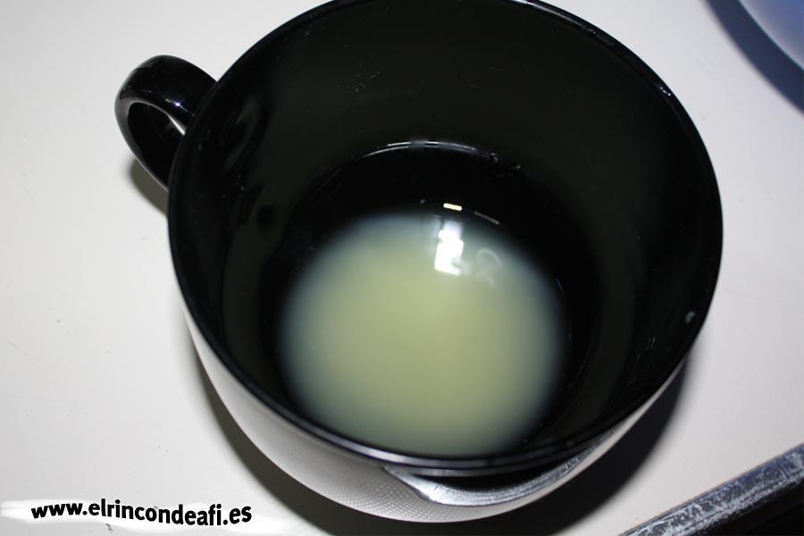 Tarta de tres colores, exprimir los limones