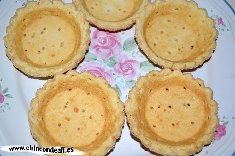 Cestitas de nata con fresas, colocar las tartaletas