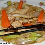 Pollo con verduras y salsa de ostras al wok