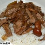 Ternera con setas y salsa de soja al wok