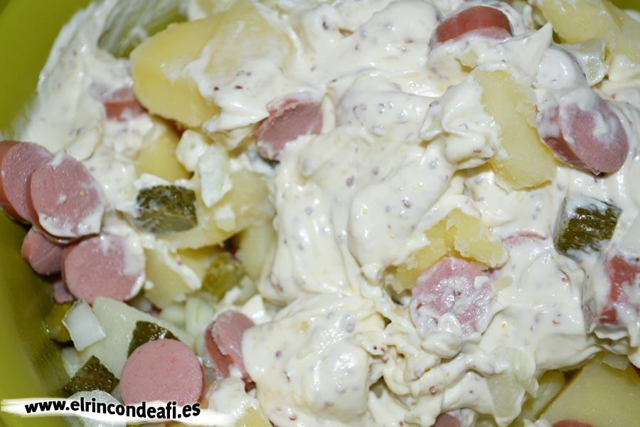 Ensalada alemana, mezclar los ingredientes