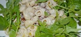 Pasta con nueces y queso gorgonzola