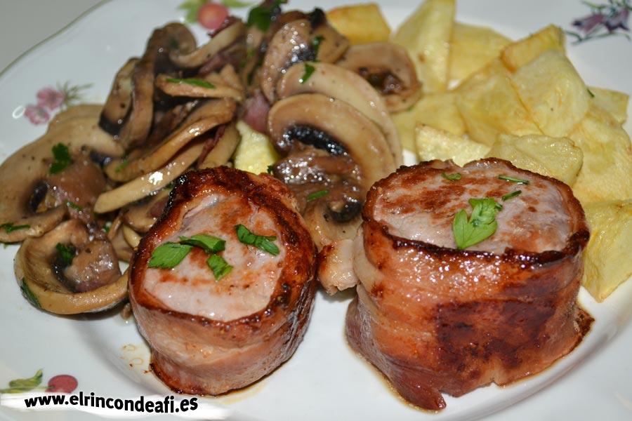 Solomillo de cerdo envuelto en bacon