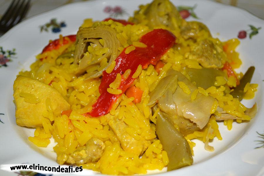 Paella de pollo con verduras