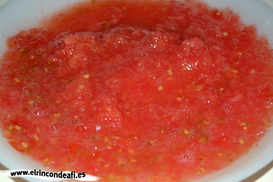 Pan pizza, rallar los tomates