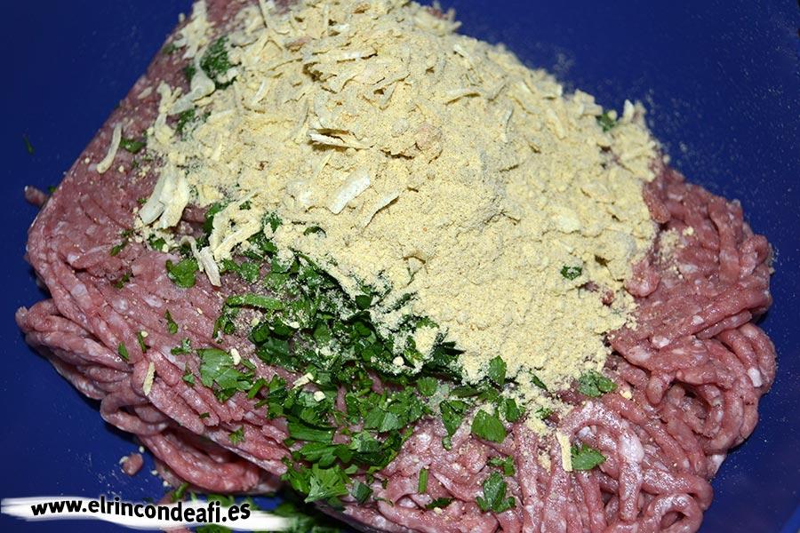 Rocambole de carne picada, preparar la carne picada