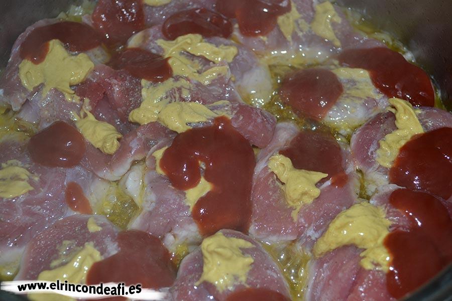 Solomillo a la pimienta, añadimos mostaza y ketchup
