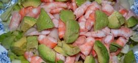 Ensalada de melón, langostinos, lechuga y aguacate