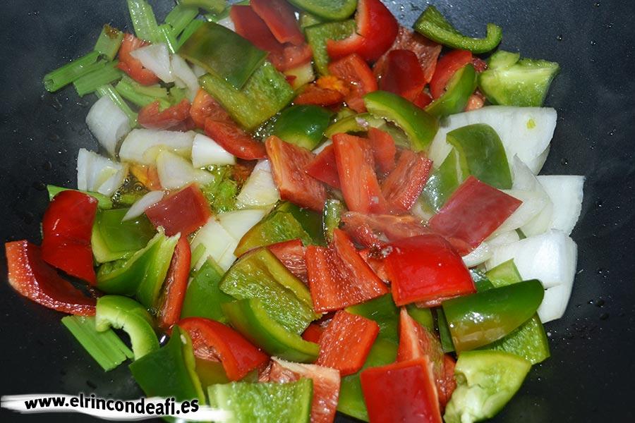 Ternera con salsa de ostras al wok, pochar verduras en el wok