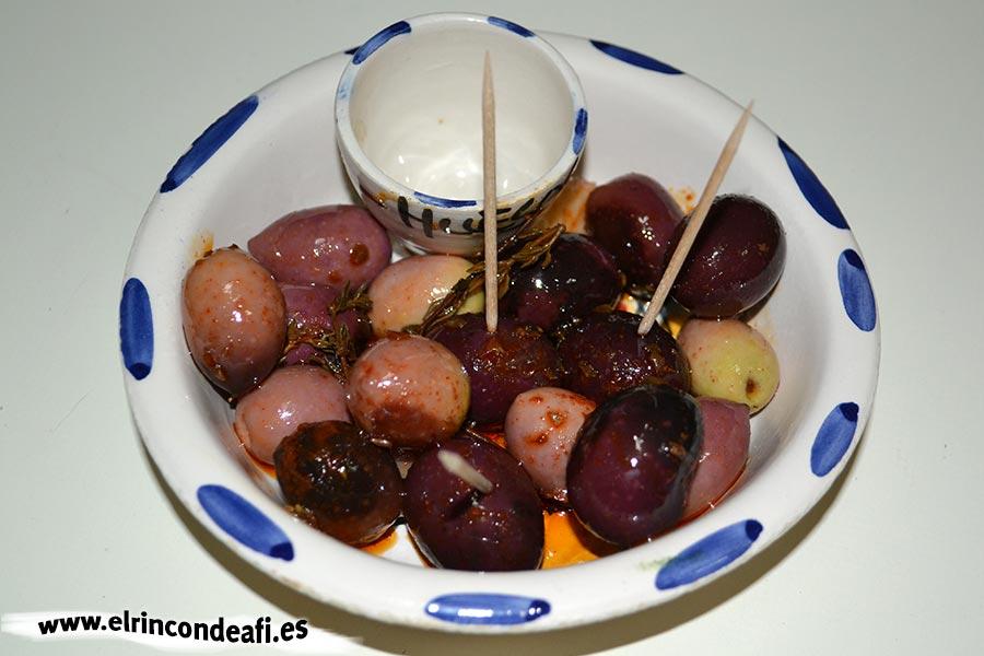 Aceitunas con mojo canario