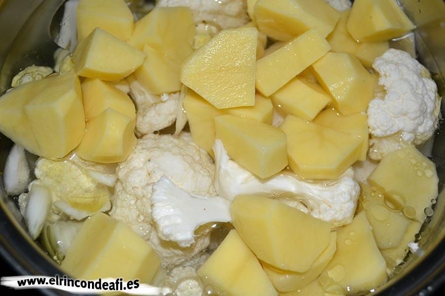 Crema de coliflor, añadimos las papas
