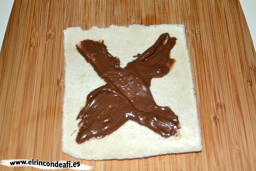 Rollos de chocolate, poner la crema de cacao