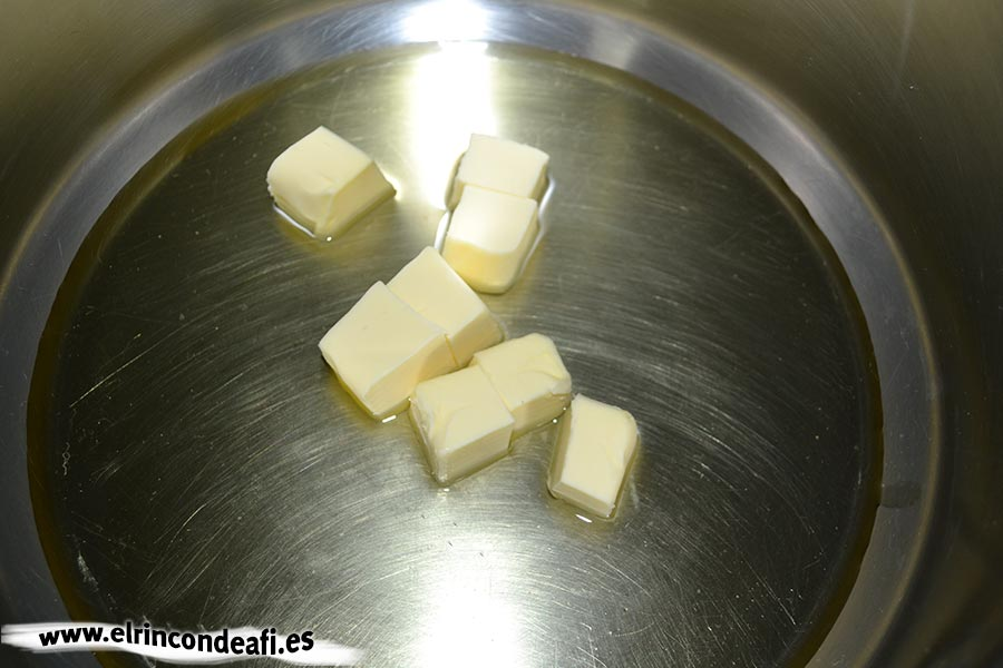 Sopa de cebolla, fundir la mantequilla