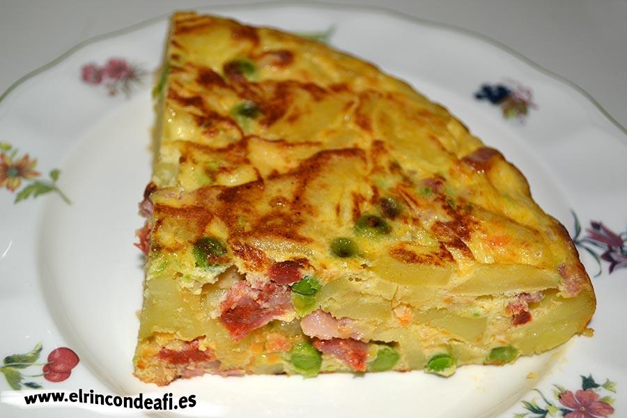 Tortilla de verduras con chorizo y bacon, sugerencia de presentación